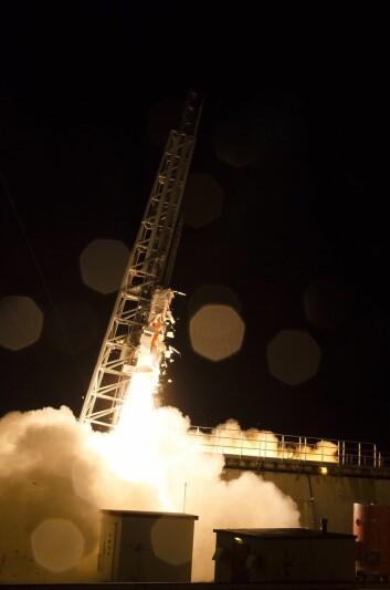 ICI-4-raketten idet den skytes opp fra Andøya 19. februar klokka 23.06.  (Foto: Trond Abrahamsen, Andøya Space Center)