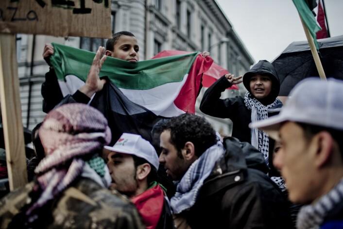 Palestinakomiteen i Norge og Palestinakomiteen i Oslo arrangerte demonstrasjon mot urolighetene i Gaza ved Israels ambassade i Oslo i 2012.  (Foto: Stian Lysberg Solum NTB scanpix)