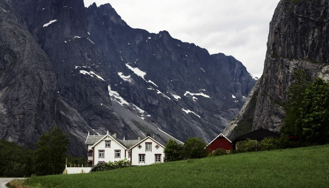 Halvparten av bøndene i en undersøkelse fra Møre og Romsdal var usikre på gårdens drift om ti år. Her fra Trollveggen i Romsdalen.  (Foto: Gorm Kallestad)