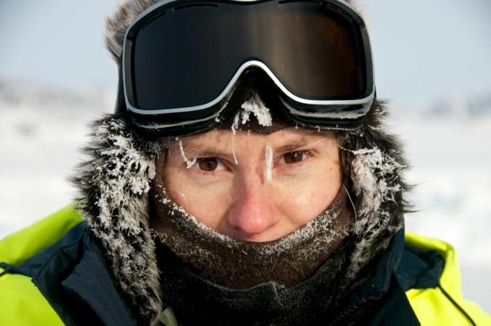 Mari-Ann Moen har deltatt på forskningstokt like nord for Svalbard, der hun samlet data for karakterisering av sjøis. (Foto: Angelika Renner)