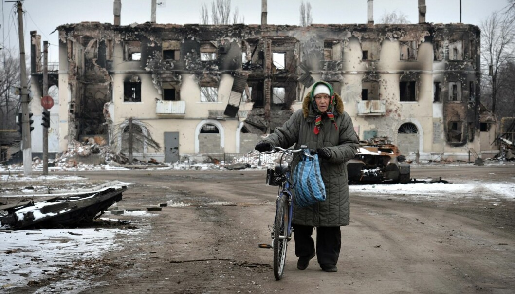 Norske forskere vil styrke det ukrainske lokaldemokratiet. Her fra den lille landsbyen Vuhleirsk, bare 14 km fra Debaltseve.  (Foto: Harald Henden, VG)