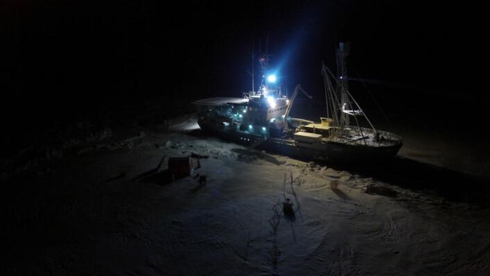 Varmebalansen i havet under isen er viktig for smeltingen. (Foto: Norsk Polarinstitutt)