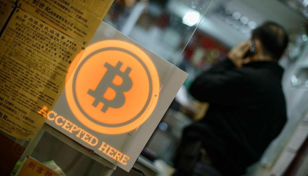 Fra en butikk i HongKong som viser at de tar bitcoin som betaling.  (Foto: Afp / Scanpix)