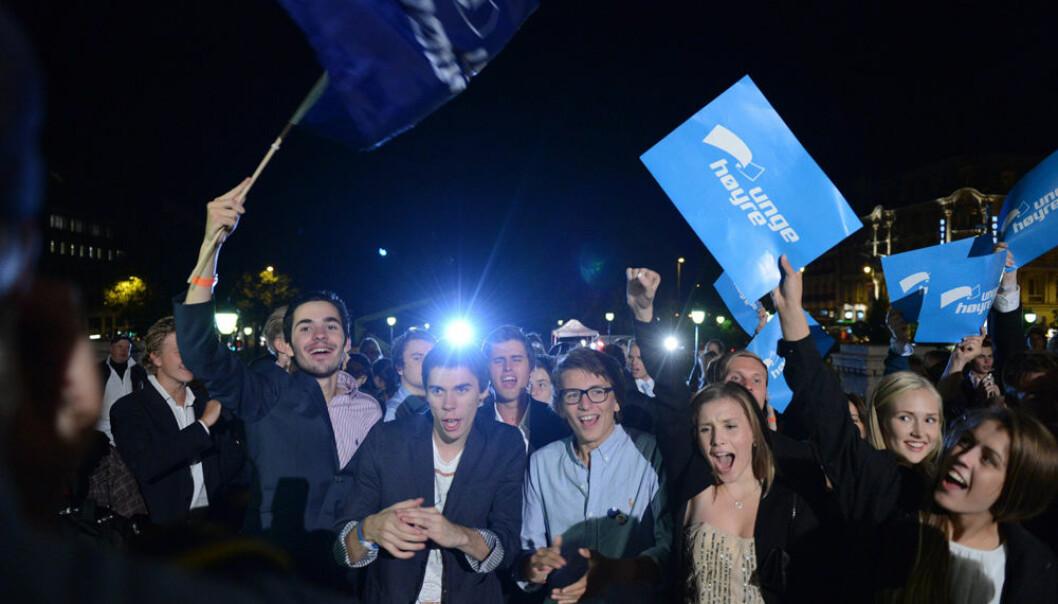 Ungdommer i Norge er mer politisk aktive enn før. Men de er ikke særlig radikale. Her jubler Unge Høyre utenfor Stortinget valgnatten 2013.  (Foto: NTB scanpix)