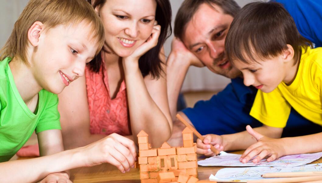 Aktive, glade barn som har mye tid sammen med foreldrene. Hva som regnes som en bra familie, kan leses av adopsjonsrapporter. (Illustrasjonsfoto: Colourbox)