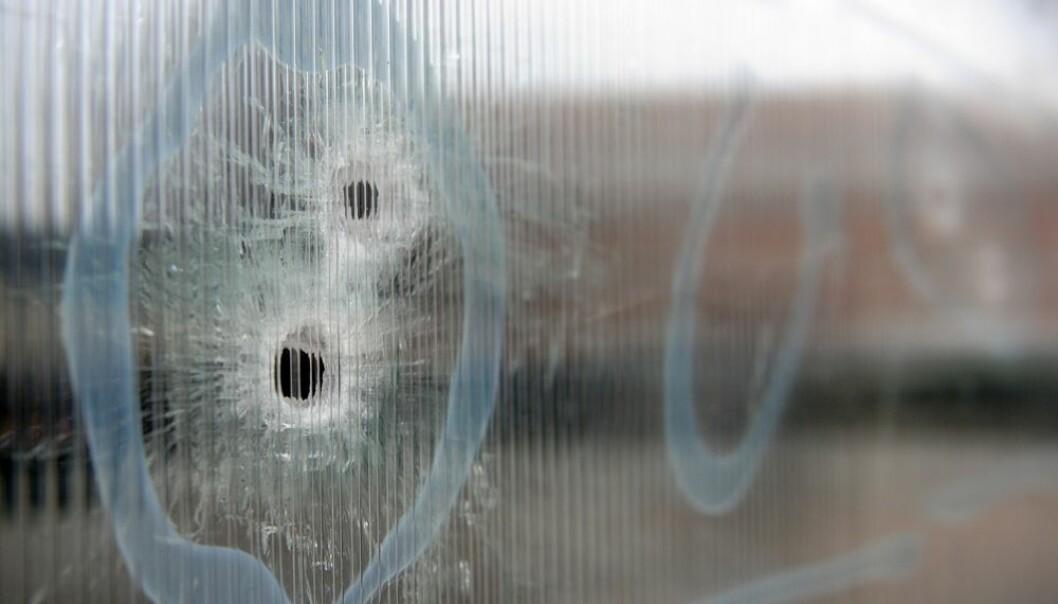 Voldelig ekstremisme kommer stadig nærmere oss. Det ble vi senest minnet om i forrige uke – bildet viser kulehullene etter angrepet på Krudttønden i København. Britta Pedersen, NTB scanpix