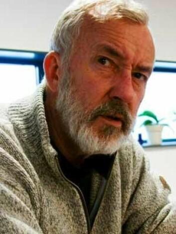 Erik Tunstad, høyskolelektor ved Høgskolen i Buskerud og Vestfold, har stått på barrikadene i mange år for å få kritisk tenkning inn i skolen. Han mener det bør være et eget fag.  (Foto: Jan Henrik Kulberg, HBV)
