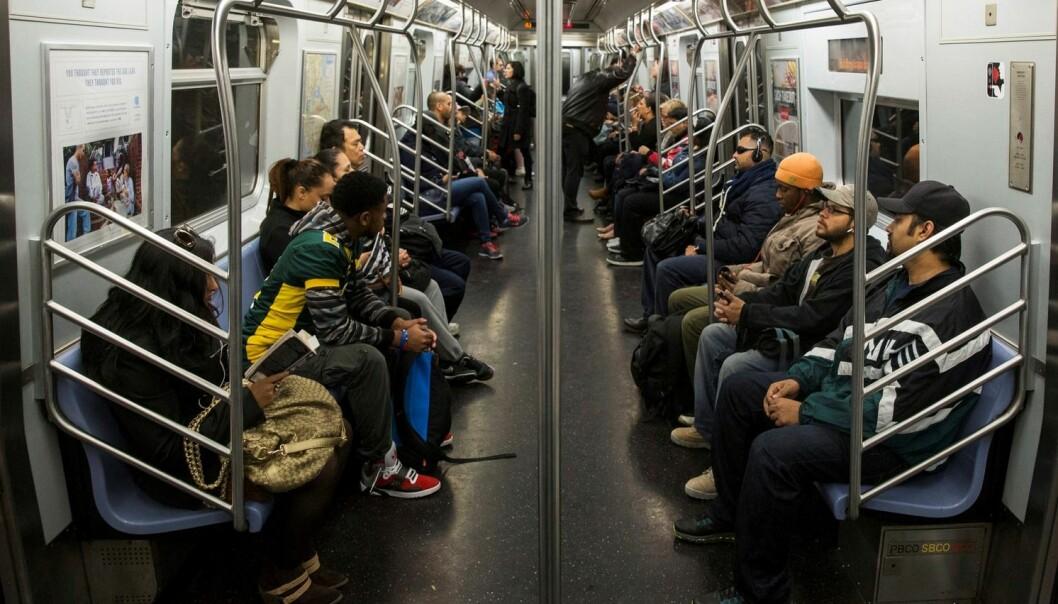 Det finnes en usynlig verden av mikrober på t-banen i New York. (Illustrasjonsfoto: Lucas Jackson, Reuters)
