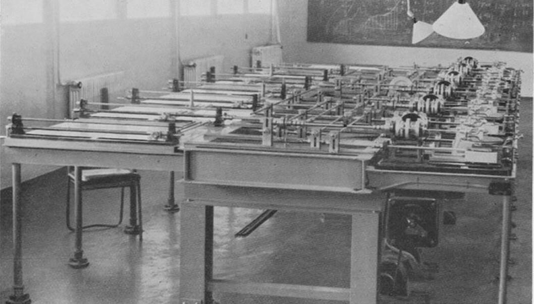 Differensialanalysatoren slik den sto på Institutt for teoretisk astrofysikk på slutten av 1930-tallet. (Foto: Teknisk museum)