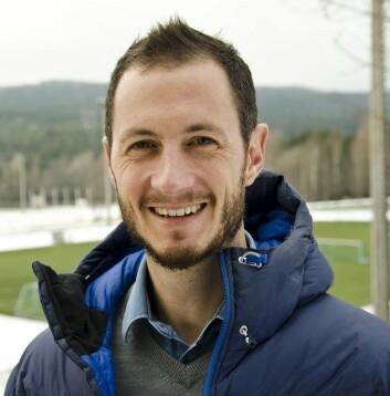 Ben Clarsen forsvarte nylig doktorgradsavhandlingen sin ved Norges idrettshøyskole.  (Foto: Andreas B. Johansen, NiH)