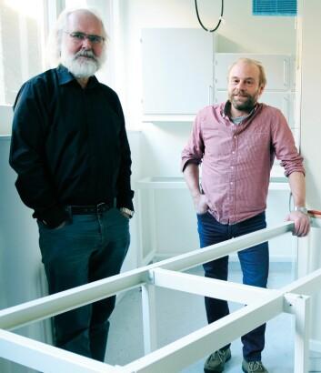 Nils Chr. Stenseth (t.v.) og Kjetill S. Jakobsen åpner nå, i samarbeid Naturhistorisk og Kulturhistorisk museum, et helt nytt DNA-laboratorium som skal gjøre det enklere å analysere DNA-rester fra dødt materiale. (Foto: Ola Sæther, UiO)