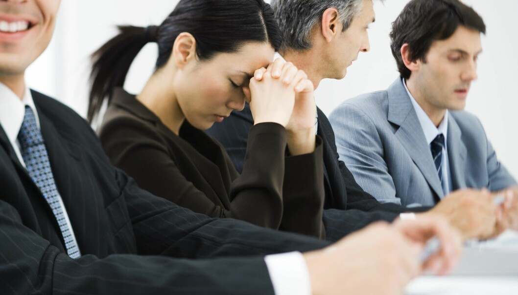 Hvis du føler at kollegene dine mobber deg, så har du ni ganger større risiko for å utvikle en depresjon.  (Foto: Colourbox)