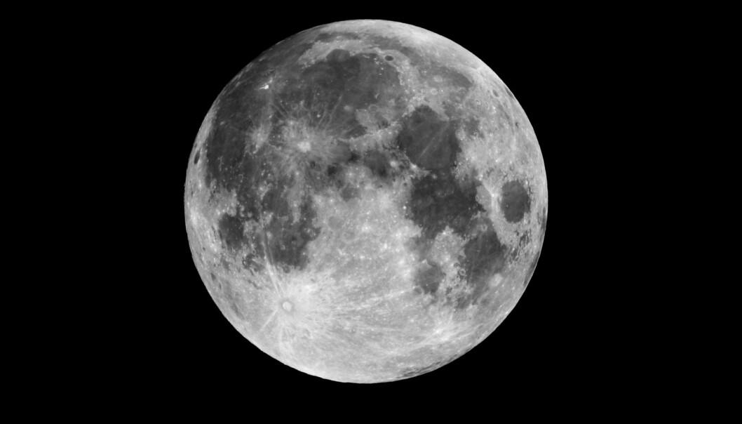 Jordens måne er den femte største i solsystemet. Definisjonen av en måne er et større himmellegeme som kretser rundt om en planet.  (Foto: Colourbox)