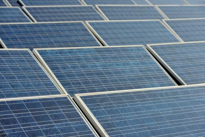 Selv om det trengs masse kobber for å lede strømmen i solceller, vil det trolig være smart å gå over til denne og andre fornybare energikilder de neste tiårene.  (Foto: Scanpix, Frank May)