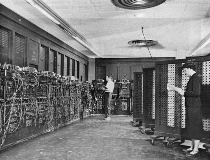 Mange regner ENIAC som den første, ordentlige moderne datamaskinen. Bildet er tatt på slutten av 1940-tallet. (Foto: Den amerikanske hæren)