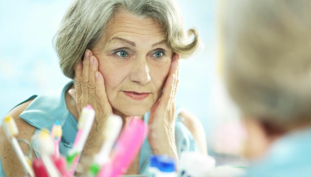 Sminke og hudpleieprodukter kan inneholde hormonforstyrrende stoffer. Kanskje kan disse kickstarte kvinners overgangsalder. (Foto: Colourbox)