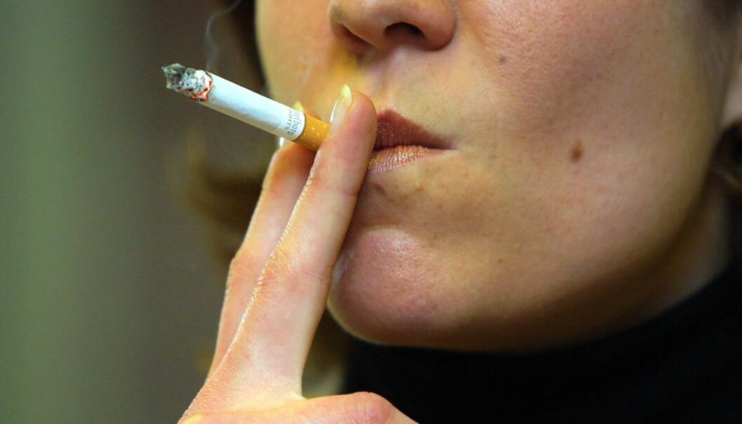 Lungekreft er en mer dødelig kreftform enn brystkreft for kvinner. Røyking er en viktig årsak til lungekreft. (Foto: Colourbox)