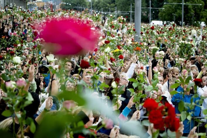27. juli 2011. Blomstertog går i hele landet. Her fra rådhusplassen i Oslo.  (Foto: Krister Sørbø/VG)