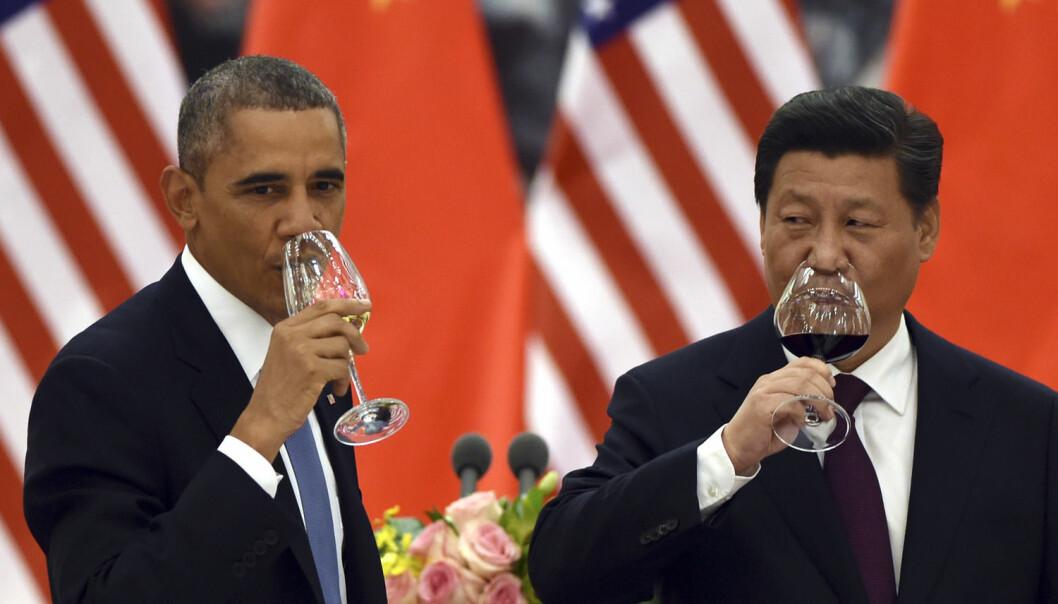 Historisk avtale: Verdens to viktigste klimaland – Kina og USA – er blitt enige om konkrete mål for kutt i CO2-utslippene. Her skåler Barack Obama og Xi Jinping for avtalen.  (Foto: Greg Barker, Ap/NTBscanpix )