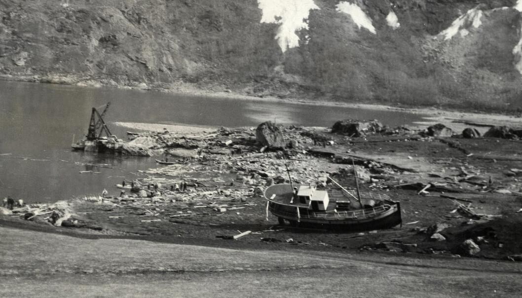 Natten til 7. april 1934 forårsaket et stort fjellskred en flodbølge i Tafjorden. Denne raserte både bebyggelsen i Tafjord og det lille stedet Fjørå. 41 mennesker omkom. 30 hus ble knust og totalt ødelagt. (Foto: NTB Scanpix)