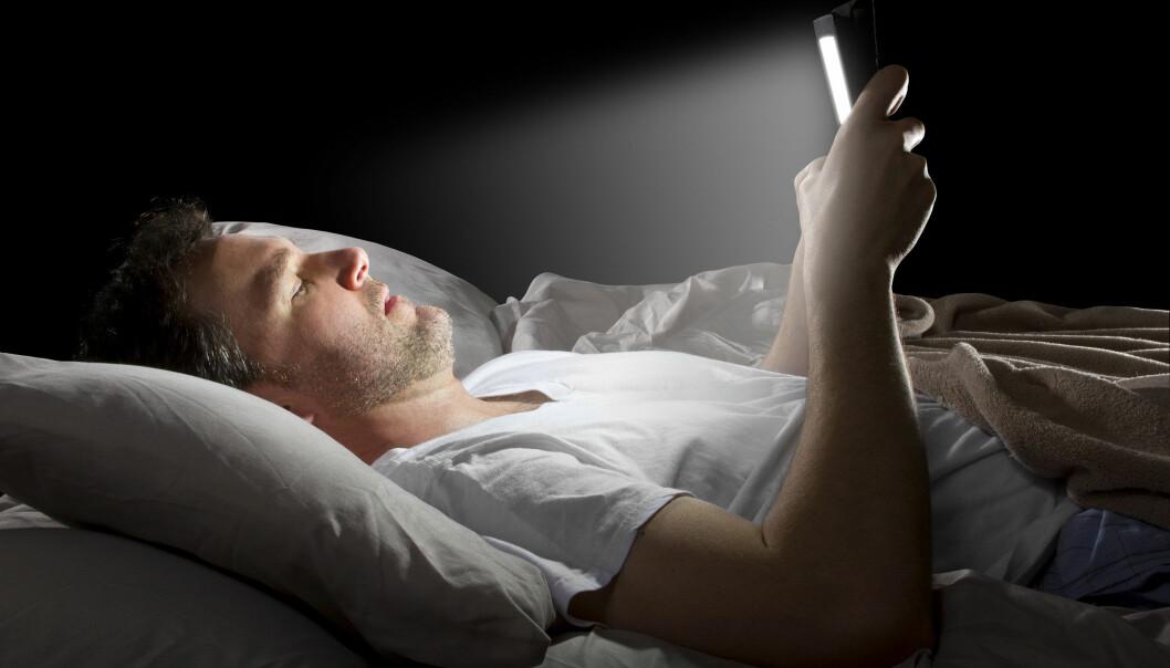 Skjermlys kan stjele viktig nattesøvn, og forstyrre døgnrytmen. (Illustrasjonsfoto: Microstock)