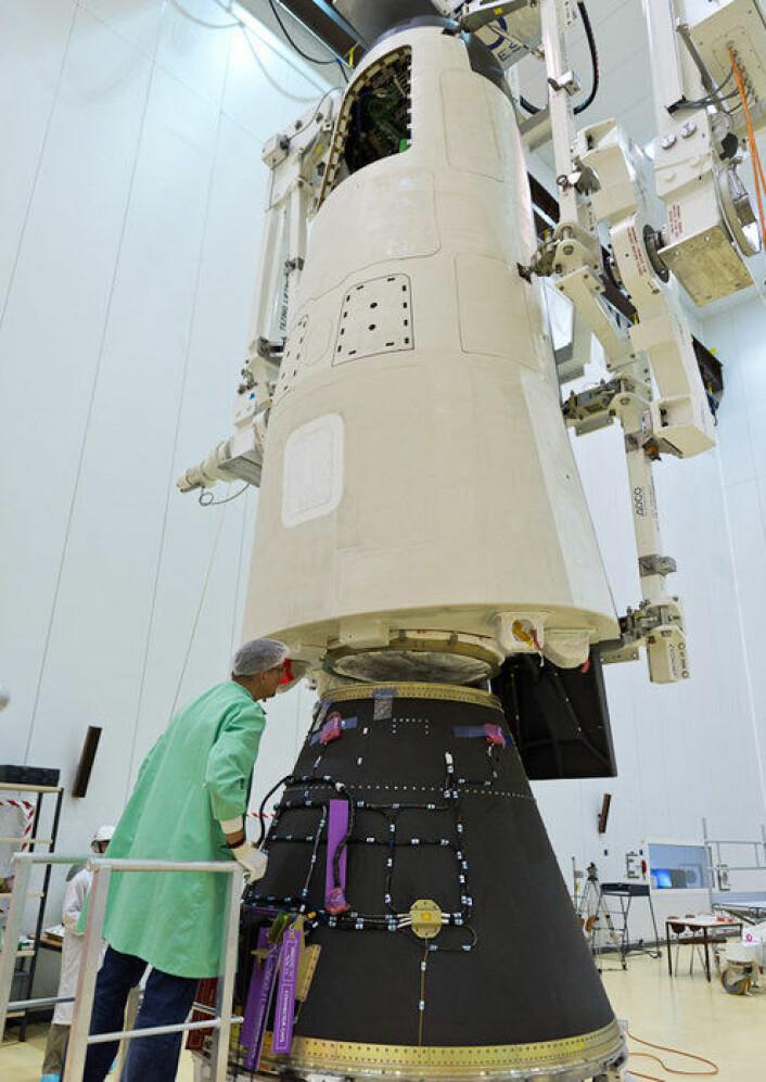 XIV sjekkes før oppskytningen. (Foto: ESA)