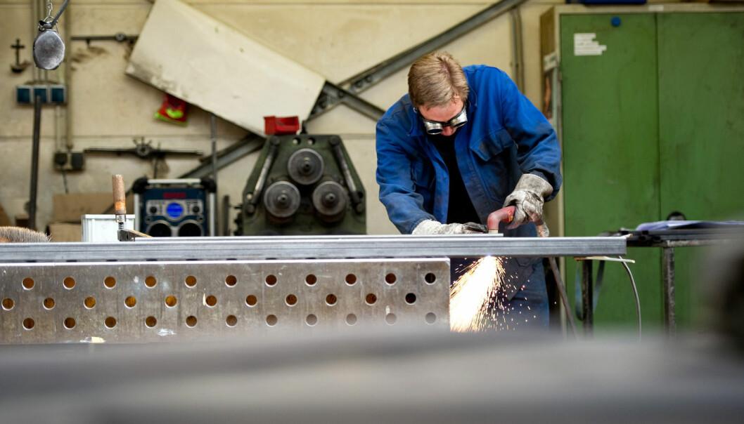 Et betydelig antall nordmenn og svensker går på jobb selv om de er syke, viser en ny studie. Svenskene oppgir økonomi som grunn til å gå på jobb mens nordmennene møter opp fordi de er glade i jobben og for å unngå belastning på arbeidskolleger.  (Foto: Scanpix)