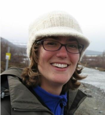 Diane Groot har analysert mikroskopiske skalldyr fra arktiske havområder for å se på temperatursvingninger 12 000 år tilbake i tid.  (Foto: UiT)