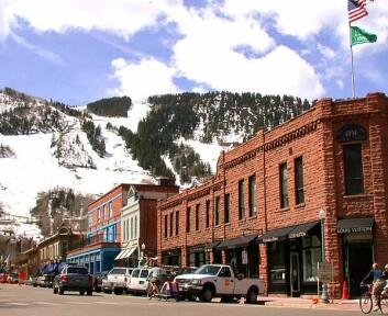 Downtown Aspen, Colorado. Ifølge de statistiske analysene som forskerne gjorde, var det færre lungekrefttilfeller på steder som dette, enn i lavereliggende deler av landet. (Foto: Daniel Case/ Wikimedia Commons under GNU Fri dokumentasjonslisens)