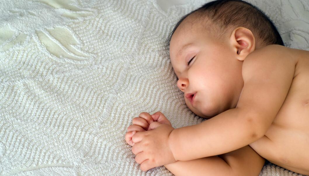 Babyer trenger også å sove på det