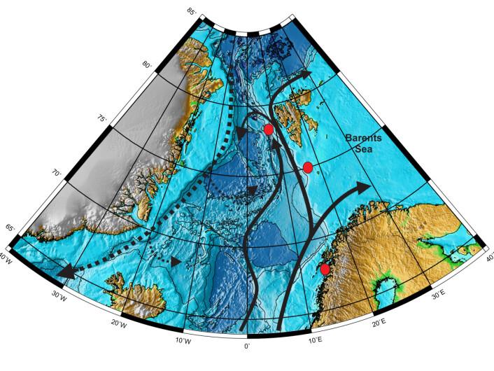 Kartet viser havområdene mellom Grønland og norskekysten/Spitsbergen der Groot gjorde sine undersøkelser. Røde prikker viser hvor prøvene ble tatt, sorte piler viser nordgående atlantiske havstrømmer, mens stiplede linjer viser de kalde undervannsstrømmene som går sørover fra Arktis. (Foto: (Illustrasjon: UiT))