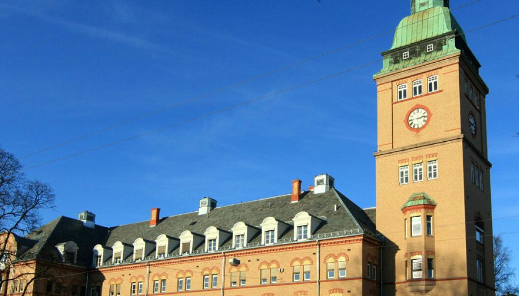 To barn ble i fjor høst innlagt på Oslo Universitetssykehus Ullevål med luftveisinfeksjon og lammelser. Ialt ble viruset påvist hos 33 barn, noe som er overraskende høyt, ifølge Folkehelseinstituttet.  (Foto: Mahlum/Wikimedia Commons)