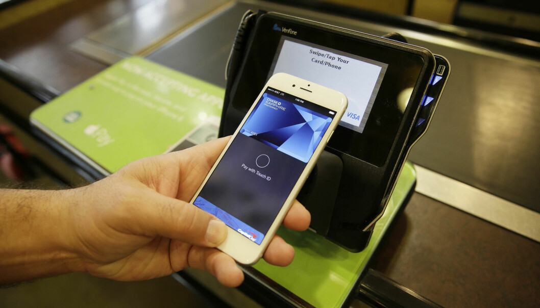 Betaling med mobilen er en av de første, store NFC-tjenestene som kan sparke fart i utviklingen på feltet. (Foto: Eric Risberg Credit/Ap)