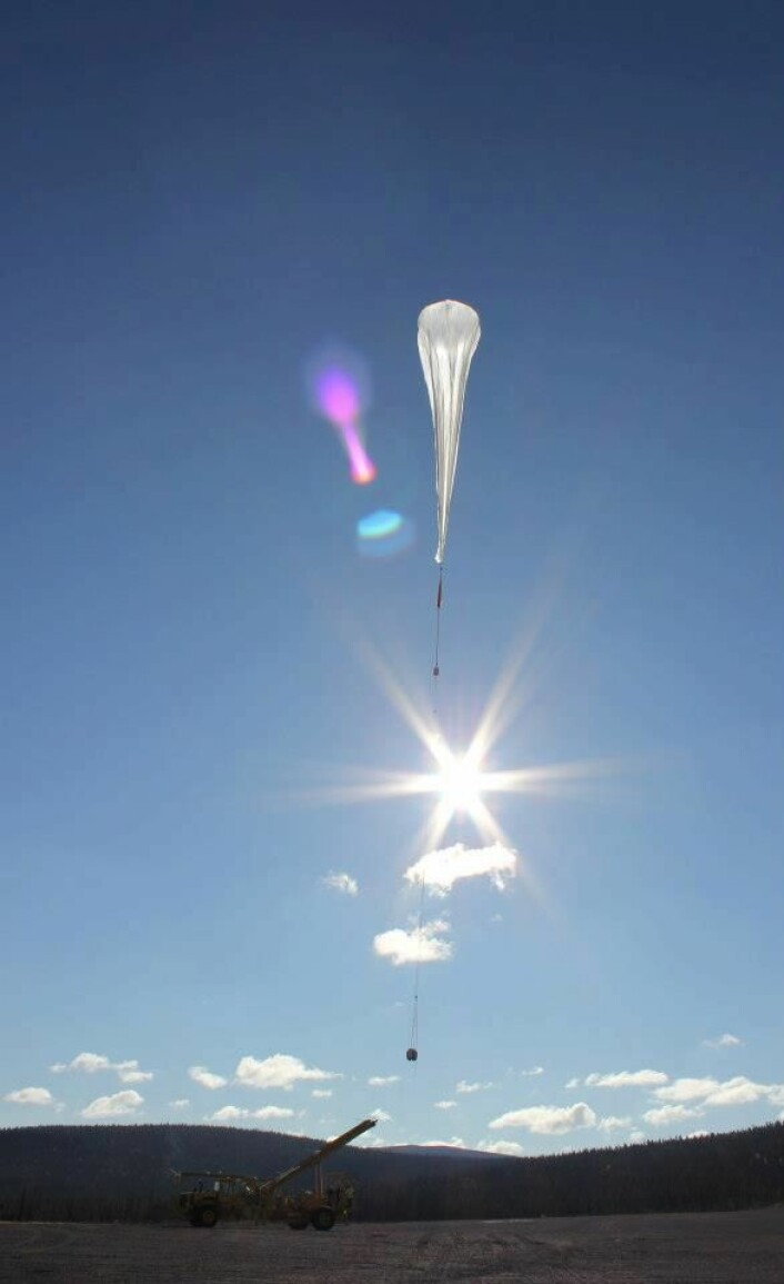 Slipp av ballong med studentforsøk fra Esrange i Kiruna i Sverige i REXUS/BEXUSprogrammet.  (Foto: ESA)