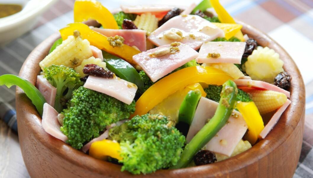 Steinalderkost med grønnsaker, frukt, bær, magert kjøtt og nøtter førte til vektreduksjon hos kvinner etter overgangsalderen.  (Foto: Colourbox)