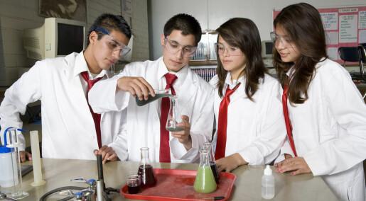 Skoleflinke minoritetsgutter bytter skole for å slippe machopress