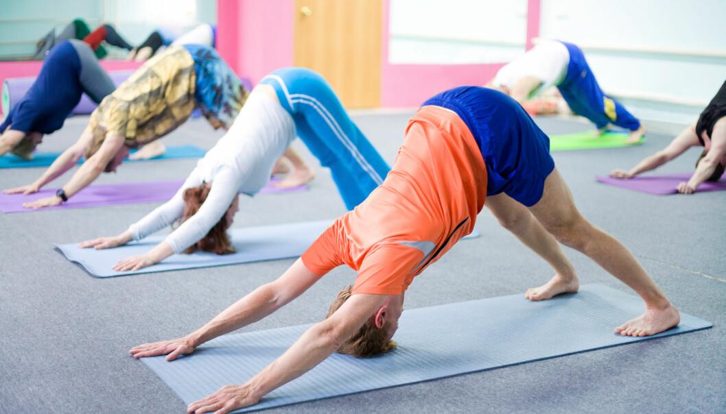 Tidligere studier har vist at yoga kan ha positiv effekt i behandling av depresjon, at det kan bedre bevegeligheten og helsen til personer med leddgikt, gjøre det mulig å takle smertene fra fybromyalgi og hjelpe kreftsyke og mennesker med psykiske lidelser.  (Illustrasjonsfoto: Colourbox)