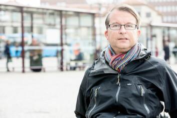 Ansatte tar av seg navneskiltet fordi de er redde for å bli forfulgt hjem av truende passasjerer, forteller Nicklas Salomonson. (Foto: Peter Andersson, Högskolan i Borås)