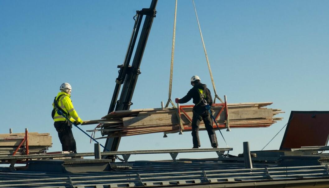 Utenlandske bygg- og anleggsarbeidere er 50 prosent mer utsatt for arbeidsulykker enn nordmenn. (Illustrasjonsfoto: Jens Sølvberg, Samfoto)