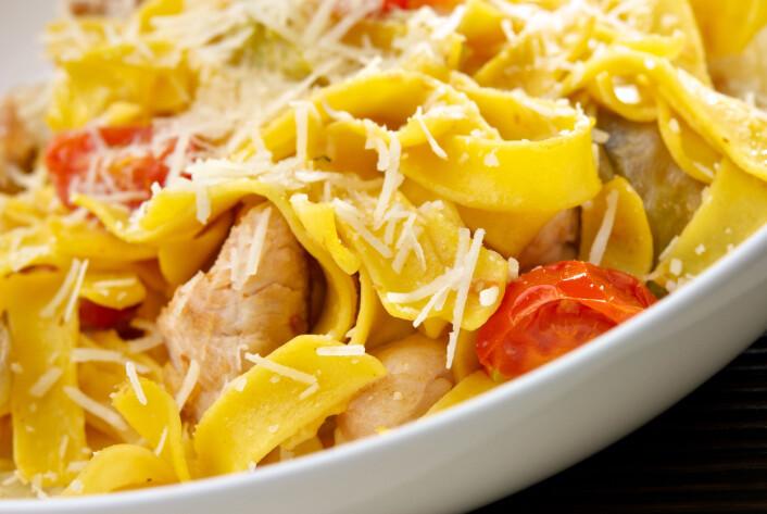 De fleste av oss tror nok at når en matvare er kokt, så er den trygg. Men sporedannende bakterier kan overleve høy temperatur i pasta og ris.  (Foto: Colourbox)
