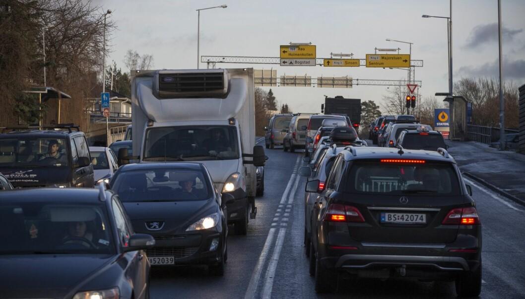 Luftkvaliteten i Oslo er til tider så dårlig at flere med hjerte- og lungeplager dør i perioden etter dager med ekstra høy luftforurensning. Nå jobber forskere med å lage firedagers varsel for luftforurensning. (Foto: Terje Bringedal/VG)