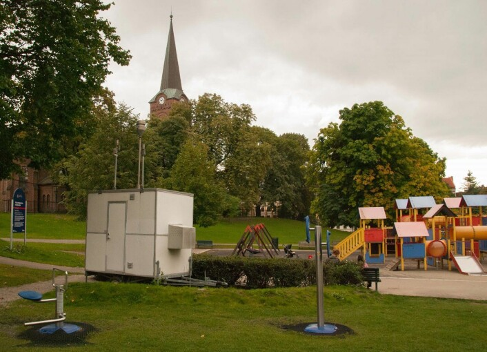 Sofienbergparken er et populært sted blant Grünerløkkas befolkning for fritidsaktiviteter, med lekeplass for store og små. Målestasjonen i Sofienbergparken måler forurensningsnivået av PM10, PM2.5 og PAH, som er representativt for eksponering av bybefolkningen i Oslo. (Foto: NILU)