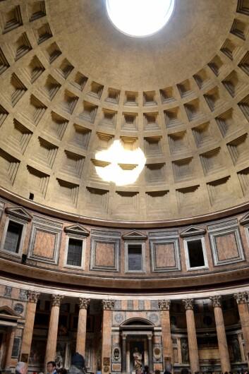 Innsiden av Pantheon-tempelet i Roma. (Foto: J.Lytton/Camera Press)