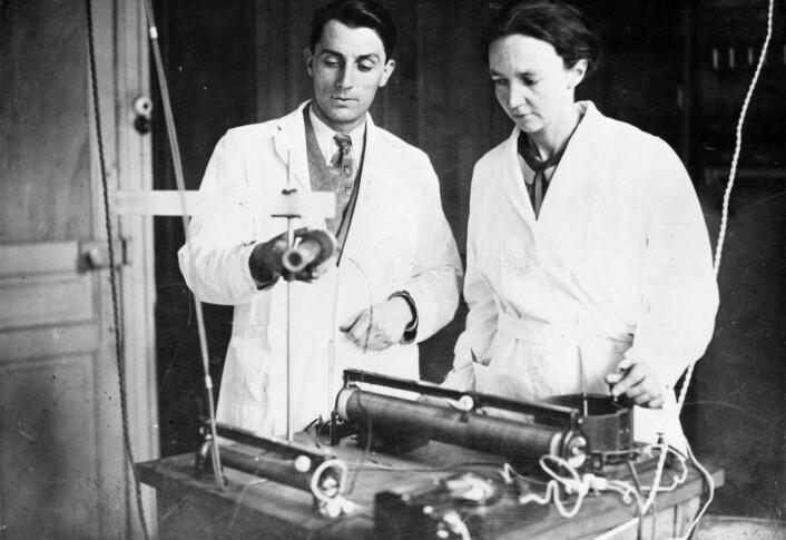 Forskarparet Frédéric Joliot og Iréne Joliot-Curie fekk Nobelprisen i kjemi saman i 1935. (Foto: NTB Scanpix)