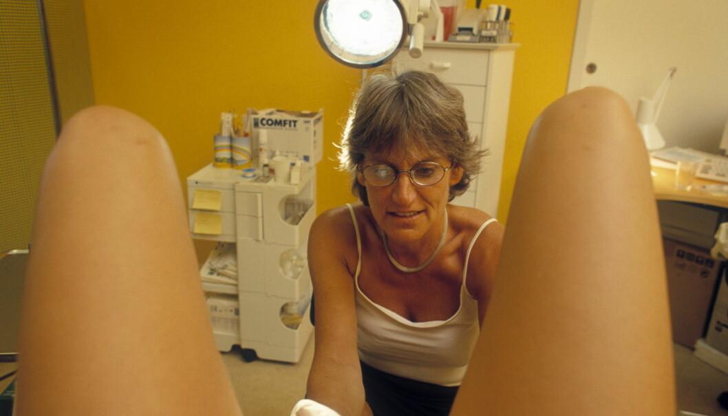 Mange kvier seg for å gå til gynekologisk undersøkelse til tross for at det anbefales at alle kvinner mellom 25 og 69 år tar en celleprøve av livmorhalsen hvert tredje år.  (Foto: Scanpix, Mikkel Østergaard)