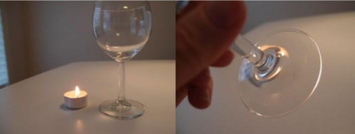 Til venstre: Et vinglass og et stearinlys. Til høyre: Stetten på glasset holdes opp mellom observatøren og stearinlyset og fungerer som en linse. Vi ser flere (fordreide) bilder av lyset på litt ulik posisjon.  (Foto: Anna Kathinka Dalland Evans)