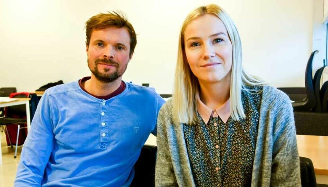 Kristian Ruge Bjærke og Ida Kyvik kombinerer jobb og studietilværelse, og mener de har stort utbytte av at oppgavene de får i studiet kan tas med direkte på jobb.   (Foto: Jan-Henrik Kulberg)