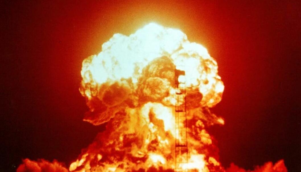 En stor testprøvesprengning i Nevada-ørkenen i 1953, med en sprengkraft på 23 kilotonn. Hiroshimabomben var på 16 kilotonn. (Foto:  National Nuclear Security Administration)
