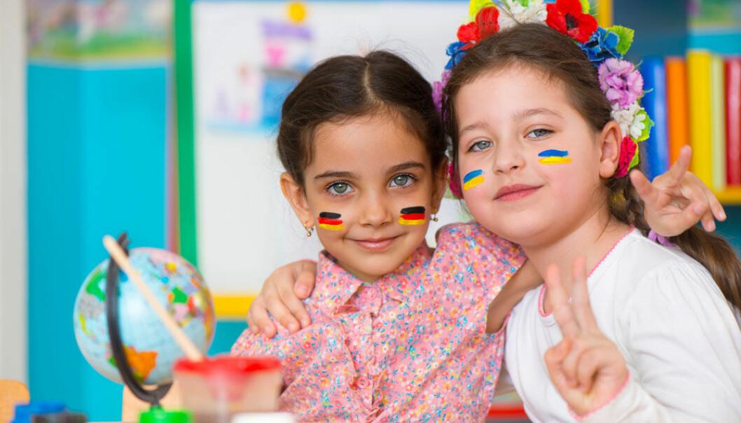 Blir man smartere av å kunne to språk? Forskningen er kanskje ikke så entydig som vi skulle tro.  (Foto: Microstock)