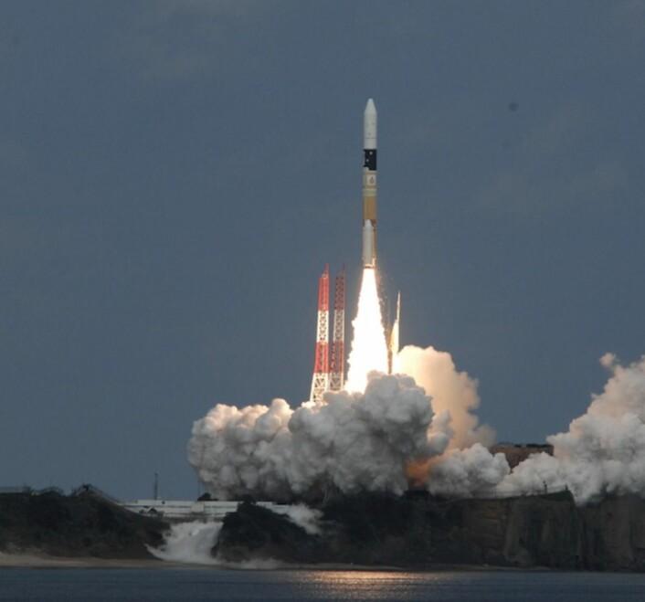 Alle viser bilder av Orion-oppskytningen - så her er i stedet et bilde av japanske Haybusa-2 på vei opp. Den skal fly myyyye lengre enn hva Orion gjorde fredag. (Bilde: JAXA)